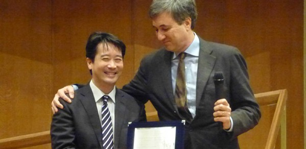 Professor Kenichi Soga receives the commemorative Croce Lecture plaque from Professor Stefano Aversa, President of the Italian Geotechnical Association.