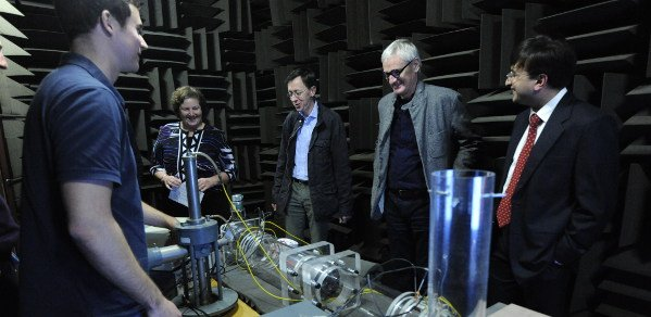 Mr Timothy Newman, Professor Dame Ann Dowling, Mr Frederic Nicolas, Sir James Dyson, Dr Anurag Agarwal with early version of rig