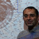 Professor Zoubin Ghahramani in front of a graph visualising how people search for information on MSN.